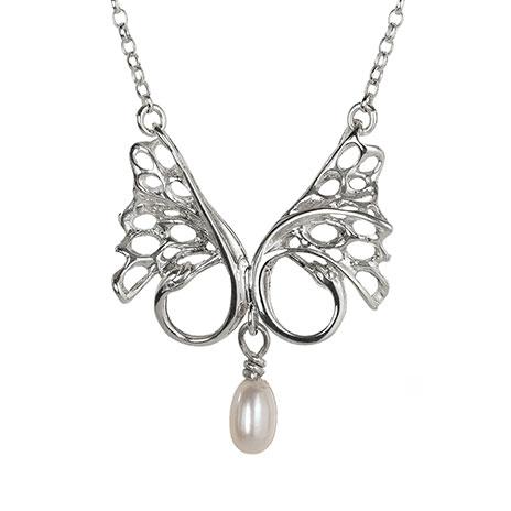 Swan pearl pendant