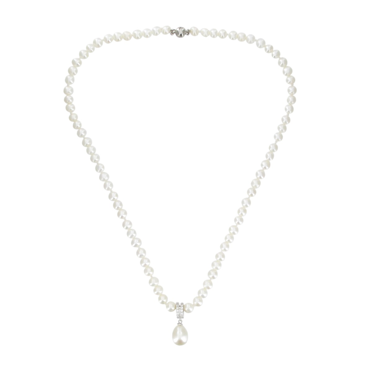White pearl drop neacklace